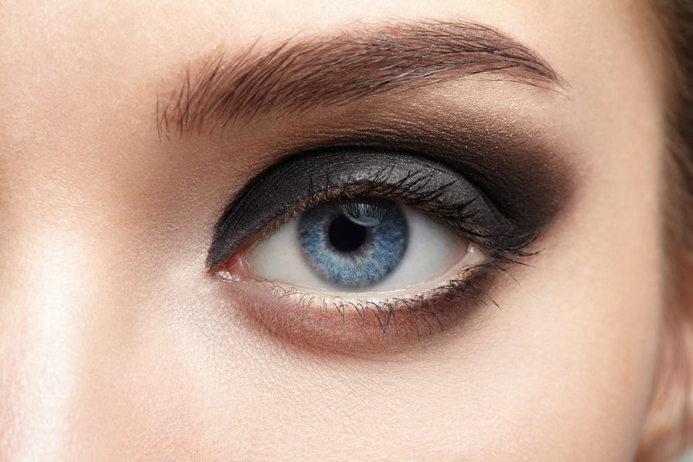 目の下のくま・たるみ整形の効果
